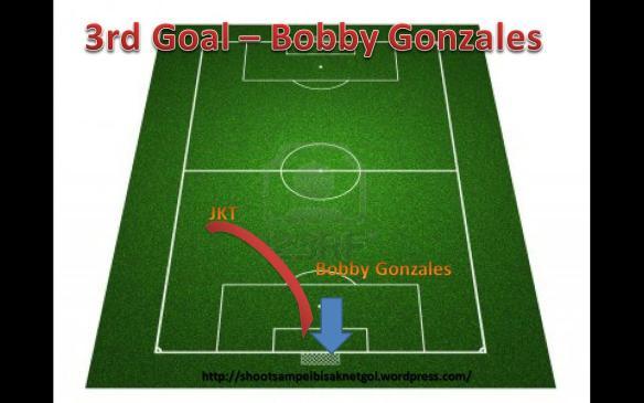 Rembatan deras kaki kiri JKT ditampan oleh GK Uitm, Bobby Gonzales membuat tindakan susulan ngamin score..